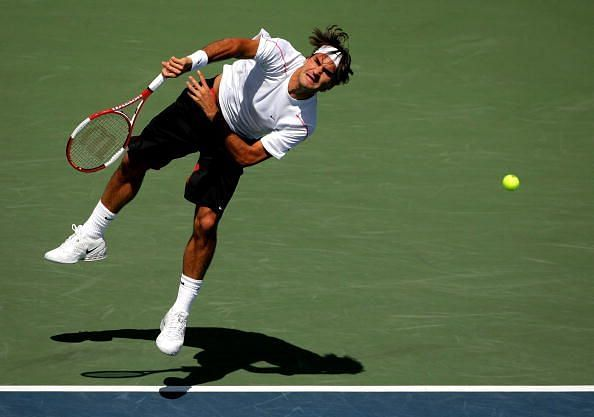 Federer serves to Gasquet in the 2006 Rogers Cup final