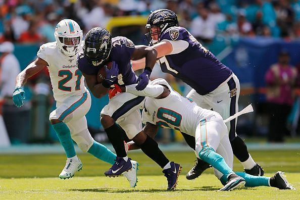 Mark Ingram breaking tackles against Dolphins players