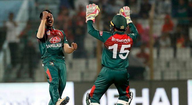 विकेट लेने का  जश्न मनाते बांग्लादेशी खिलाड़ी