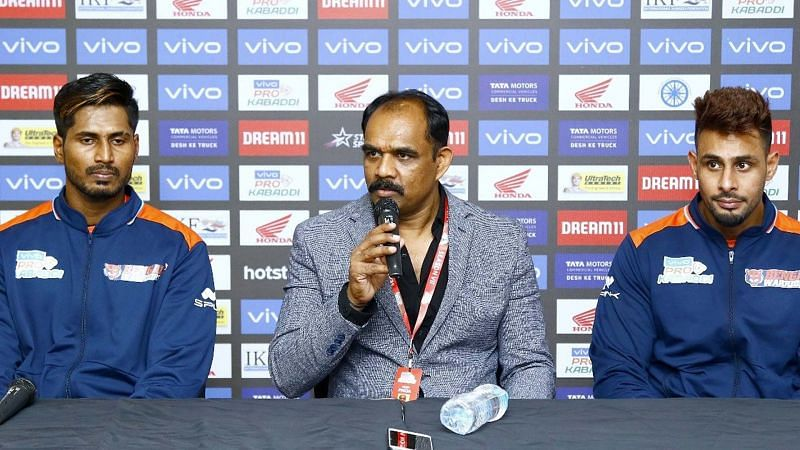Bengal Warriors coach BC Ramesh (Center) will be hoping that K Prapanjan (L) and Maninder Singh (R) find form in their home leg