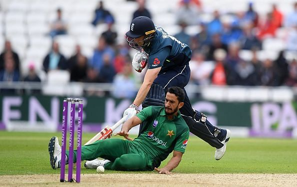 Hasan Ali attempts a run-out versus England