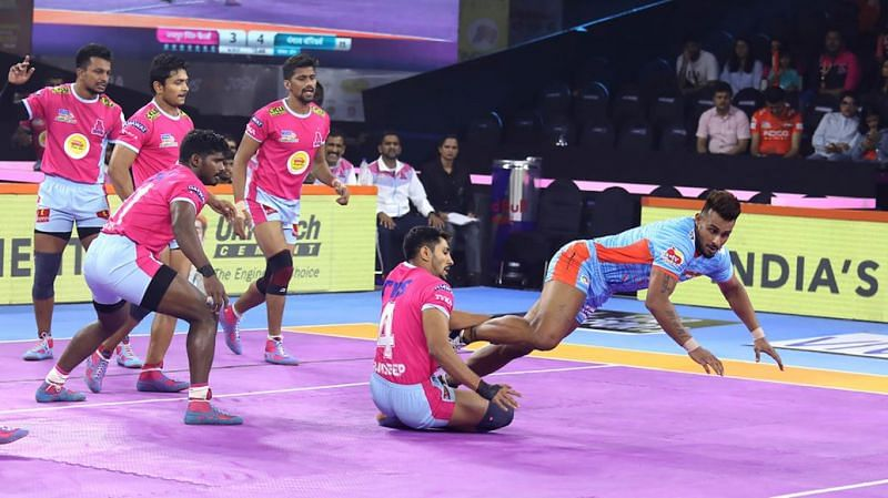 Can Maninder continue his great form? (Image Courtesy: Pro Kabaddi)