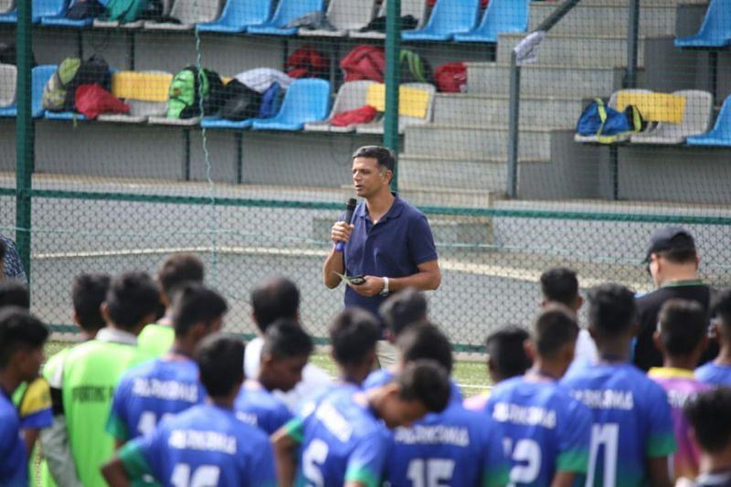 Rahul Dravid addressing the kids