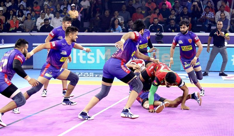 दिल्ली vs बेंगलुरु बुल्स, पहला सेमीफाइनल