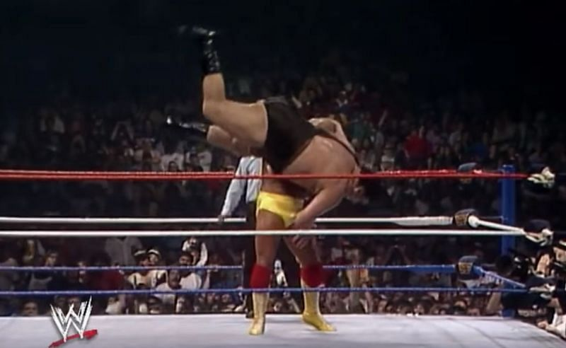 Hogan slams Andre the Giant at the climax of their match at Wrestlemania III