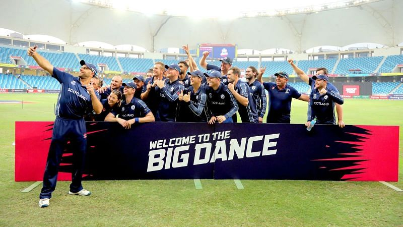 टी20 वर्ल्ड कप के लिए क्वालीफाई करने के बाद स्कॉटलैंड की टीम (Photo: ICC)