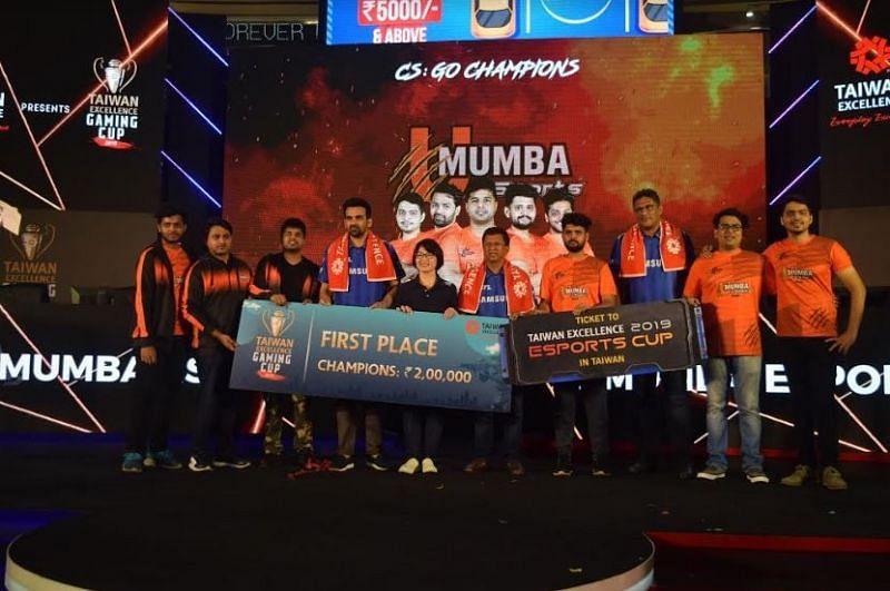 The victorious U Mumba eSports team