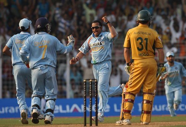 Murali Kartik celebrating the wicket of Brad Hogg.