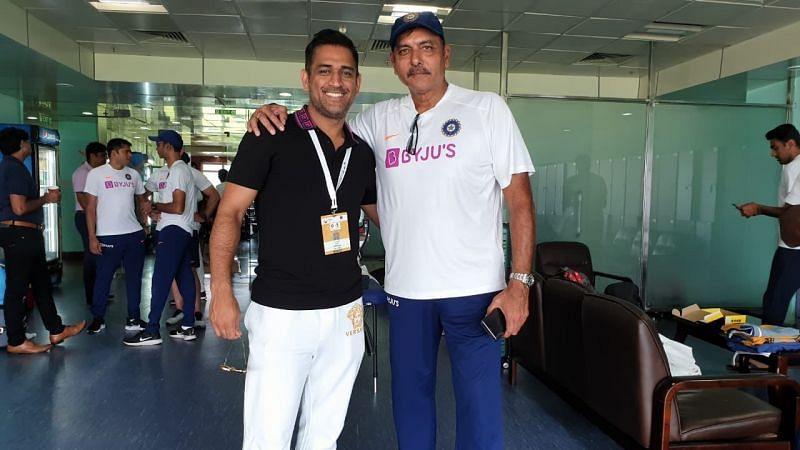 रांची टेस्ट में जीत के बाद एमएस धोनी और रवि शास्त्री ड्रेसिंग रूम में एक साथ