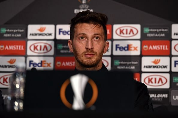 Eintracht Frankfurt Training Session and Press Conference
