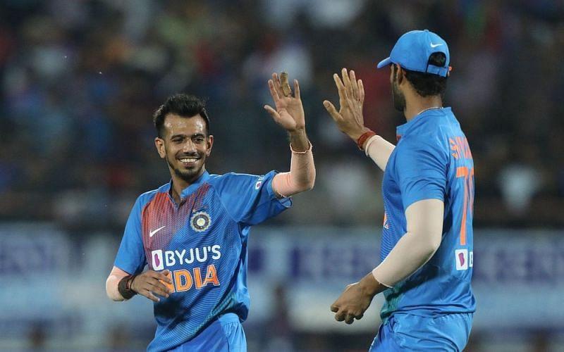 भारतीय गेंदबाजों ने बीच के ओवर में चटकाए विकेट (Photo: BCCI)