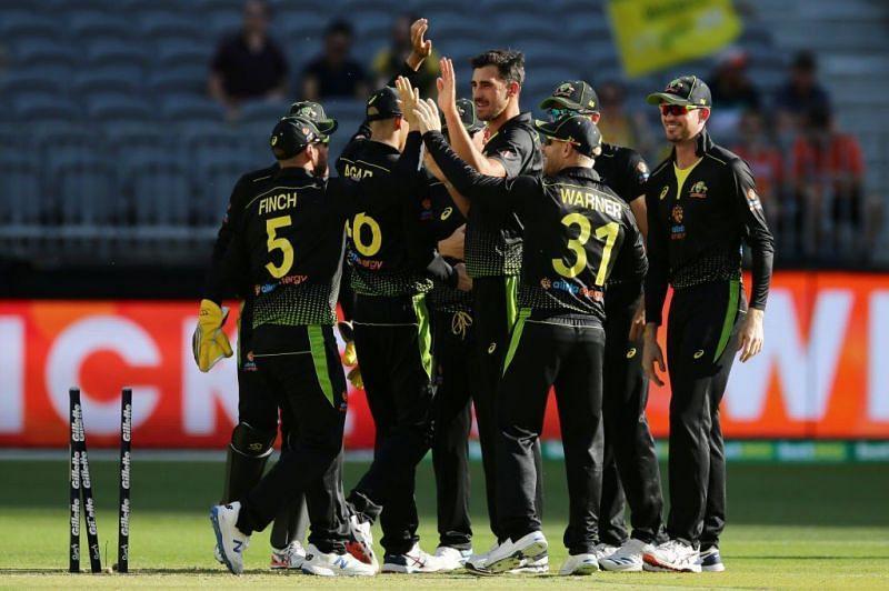 ऑस्ट्रेलियाई टीम की शानदार गेंदबाजी