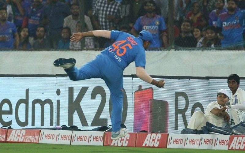 रोहित शर्मा कैच पकड़ने की कोशिश करते हुए (Photo-Bcci)