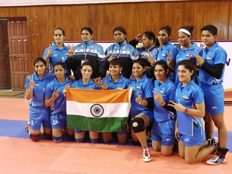 गोल्ड मेडल जीतने के बाद भारतीय महिला कबड्डी टीम