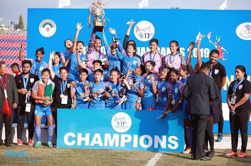 महिला फुटबॉल टीम ने लगातार तीसरी बार स्वर्ण पदक अपने नाम किया