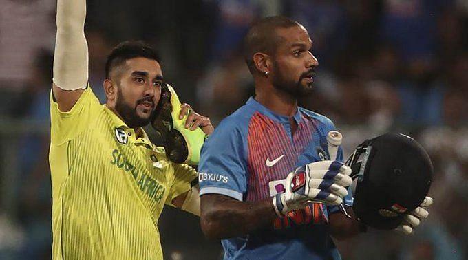 Tabraiz Shamsi celebrating the wicket of Shikhar Dhawan
