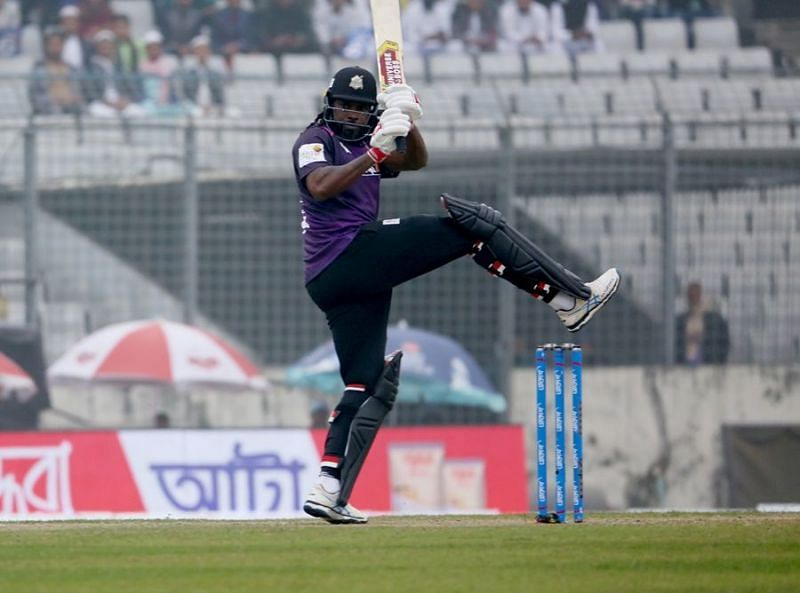Chris Gayle entertained the fans in Dhaka with 2 sixes and a four