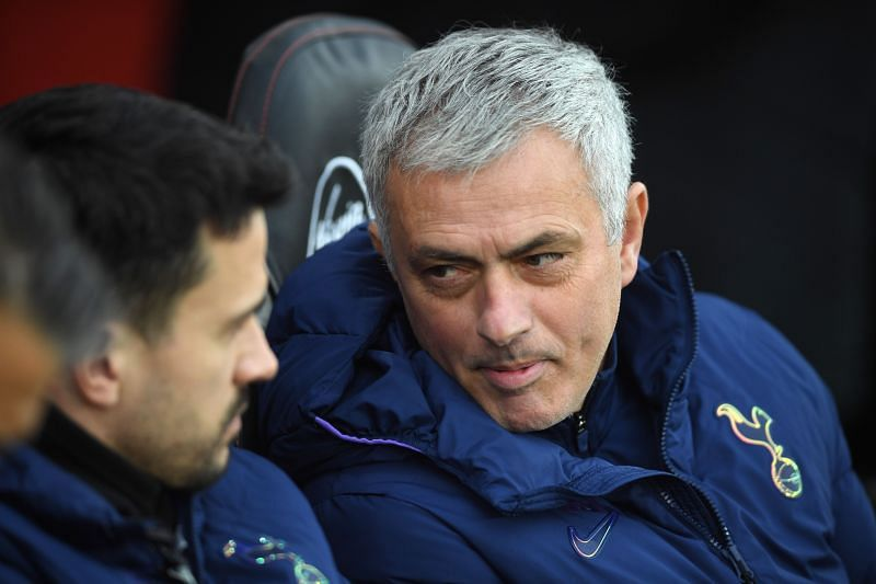 Mourinho discusses matters with new assistant coach Sacramento during the 1-1 draw against Southampton