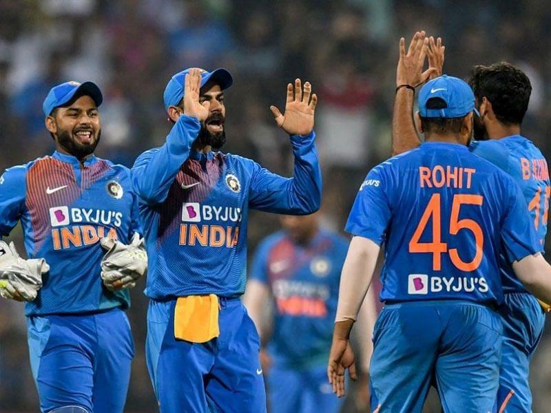 विकेट लेने के बाद भारतीय टीम