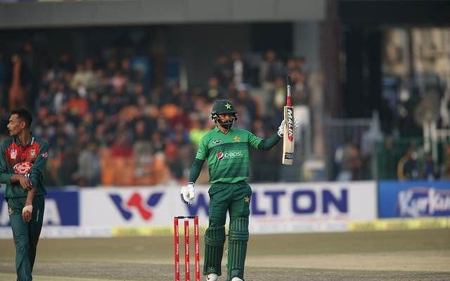 Mohammad Hafeez played an important knock of 67* from 49 balls to help Pakistan win the 2nd T20I