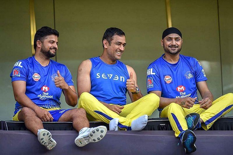 सुरेश रैना, महेंद्र सिंह धोनी और हरभजन सिंह