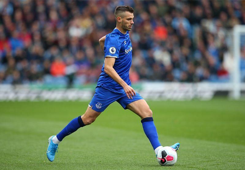 Morgan Schneiderlin struggled in midfield for Everton