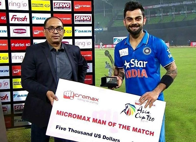 Kohli with a Man of the match award