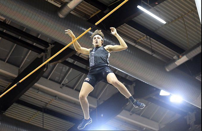 Mondo Duplantis during his world record jump
