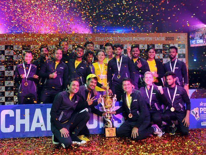 खिताब जीतने के बाद बेंगलुरू रैपटर्स की टीम
