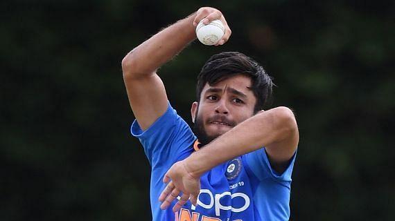 Ravi Bishnoi playing for India Under-19