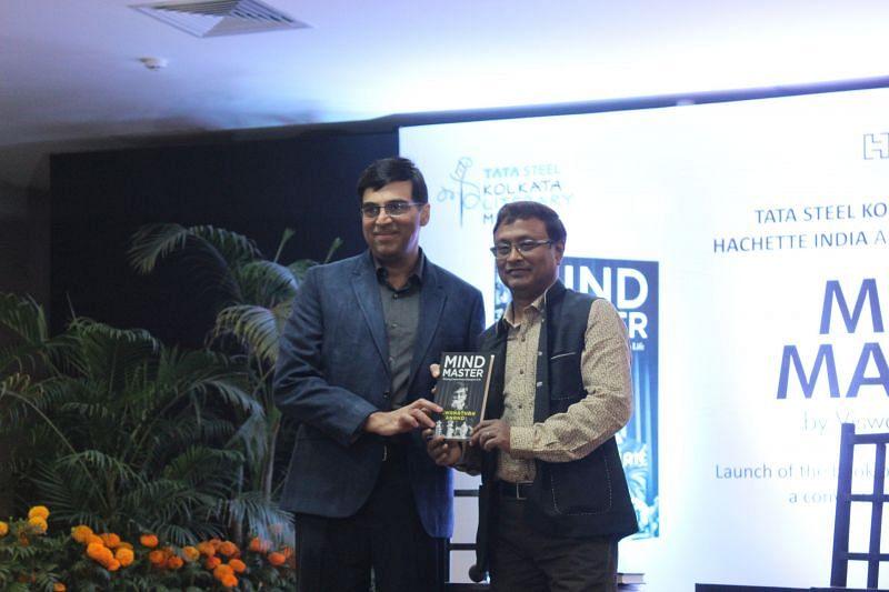 Grandmasters Anand and Dibyendu Barua unveiling Anand