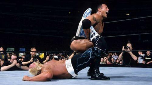 द रॉक vs हल्क होगन
