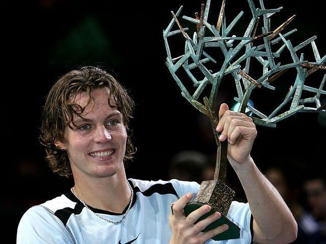 Tomas Berdych hoists aloft his lone Masters 1000 title at the 2005 Paris-Bercy Masters.