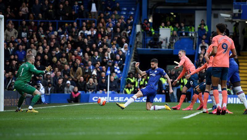 Giroud finds the net!