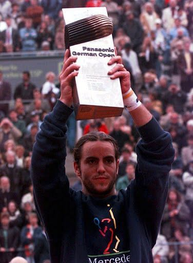 Roberto Carretero lifts the 1996 Hamburg Masters title.