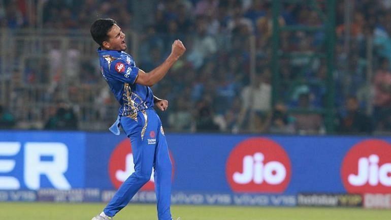 विकेट लेने के बाद जश्न मनाते मुंबई इंडियंस के युवा गेंदबाज राहुल चाहर