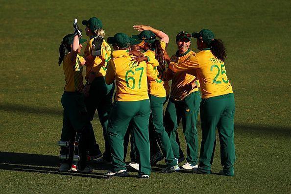 दक्षिण अफ्रीका ने सेमीफाइनल में जगह बनाई