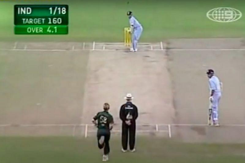 सचिन तेंदुलकर सीबी सीरीज में ब्रेट ली के खिलाफ हिट-विकेट आउट हुए थे।