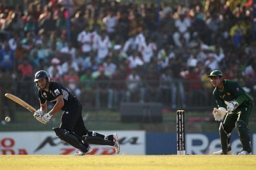 Ross Taylor dominated Pakistan bowlers on his 27th birthday.