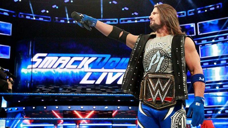 स्मैकडाउन के इतिहास में सबसे लंबे दिनों तक WWE चैंपियन रहे हैं