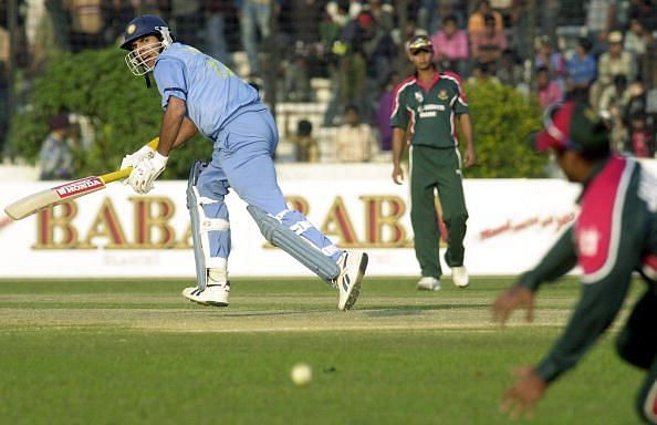 युवराज सिंह के पहले शतक की बदौलत भारत ने बांग्लादेश को 200 रनों से हराया था