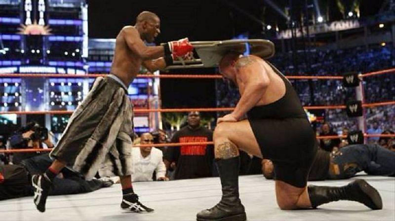 Mayweather rocks The Big Show at WrestleMania