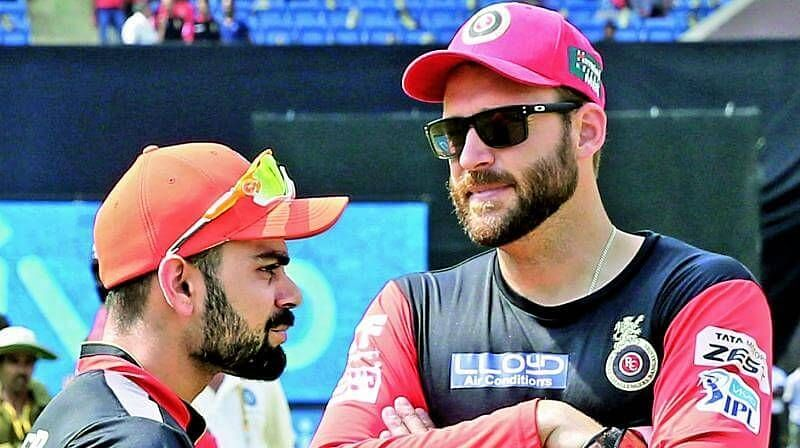 डेनियल विटोरी ने आरसीबी की कप्तानी बीच में ही छोड़ दी थी और विराट को नया कप्तान बनाया गया था
