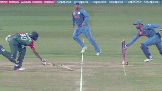 MS Dhoni decided to sprint to the wicket instead of attempting the throw