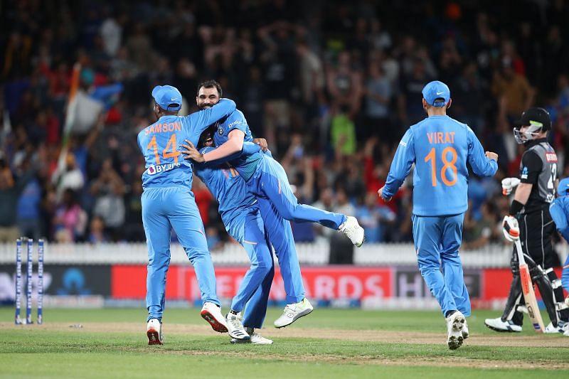न्यूजीलैंड के खिलाफ मैच के दौरान मोहम्मद शमी