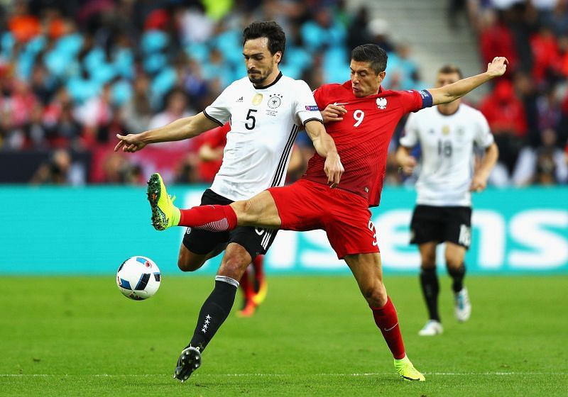 Hummels and Lewandowski find themselves on opposing sides of the divide for a change