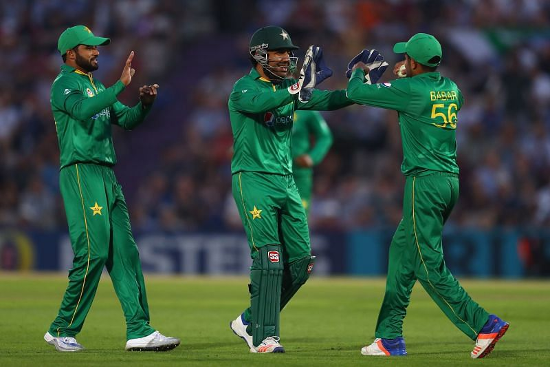विकेट सेलिब्रेट करते पाकिस्तानी खिलाड़ी