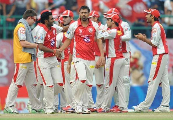 Praveen Kumar put the shackles on the RCB top-order