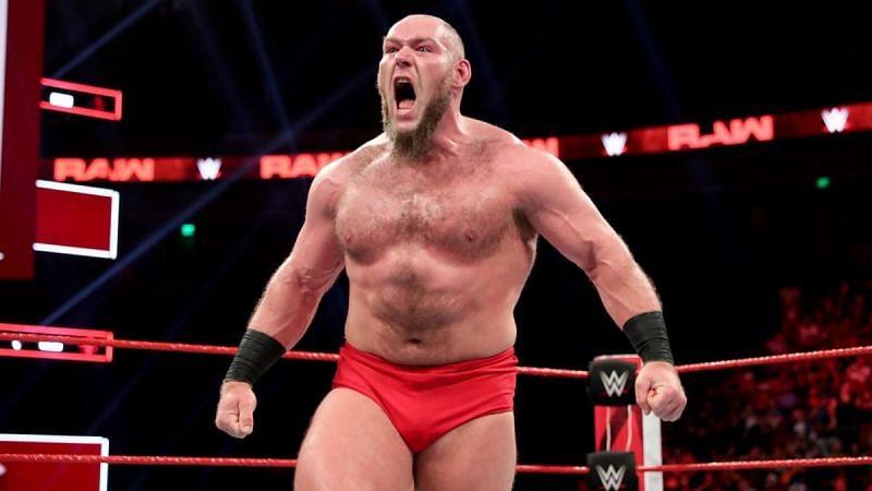 लार्स सुलिवन चोट के कारण लंबे वक्त से WWE से बाहर चल रहे हैं।