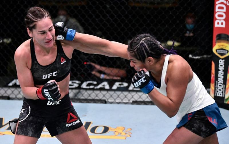 Cynthia Calvillo outpointed Jessica Eye in last night